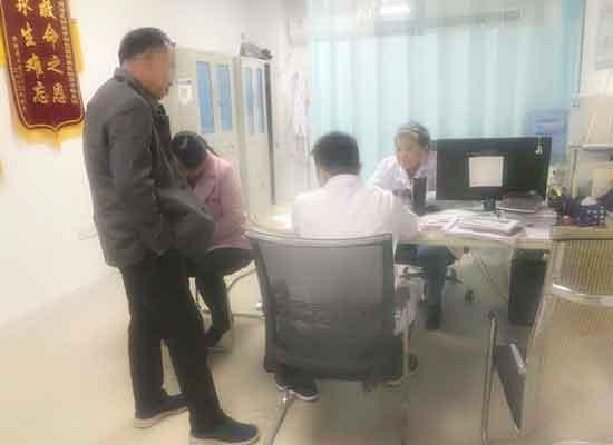 北京肝病专家在河南省医药院附属医院会诊,肝病患者抢争名额